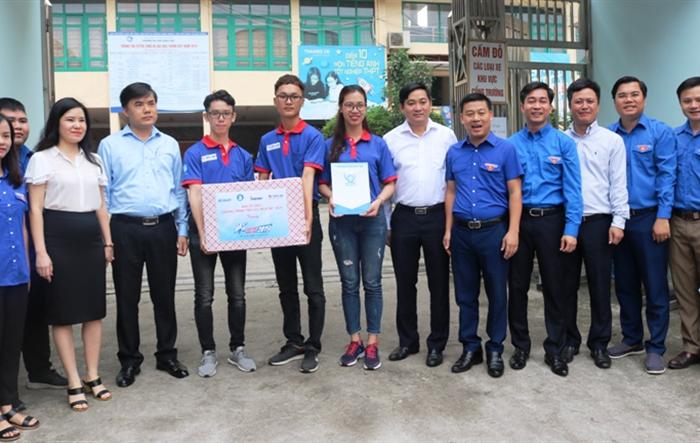 Thăm hỏi, tặng quà sinh viên tình nguyện  Tiếp sức mùa thi  năm 2019 tại Thái Nguyên