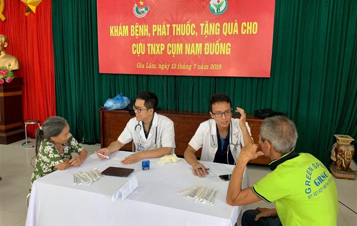 Huyện đoàn Gia Lâm:  Khám bệnh, phát thuốc, tặng quà cho cựu thanh niên xung phong năm 2019