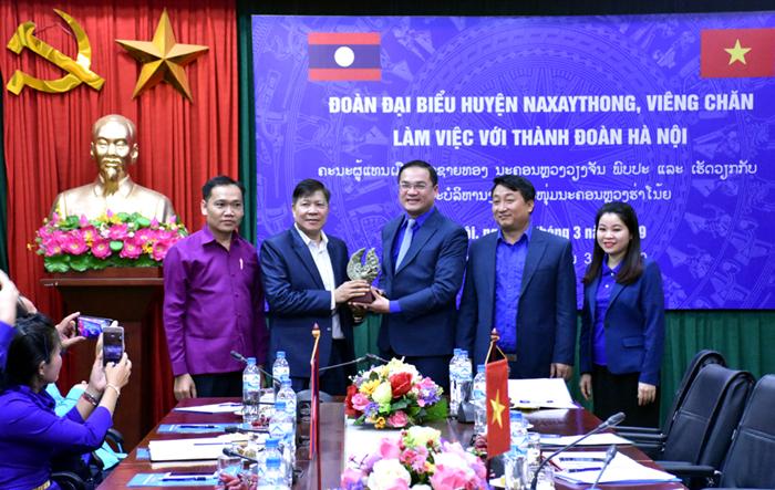 Đoàn đại biểu huyện Naxaythong thăm và làm việc với Thành đoàn Hà N
