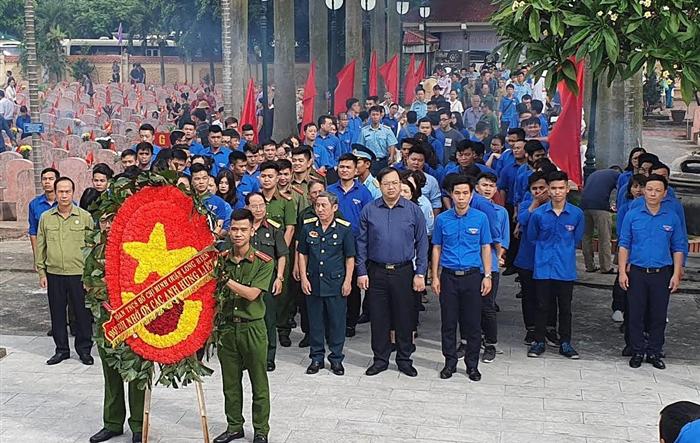 Tuổi trẻ Long Biên dâng hương tưởng nhớ các anh hùng liệt sỹ