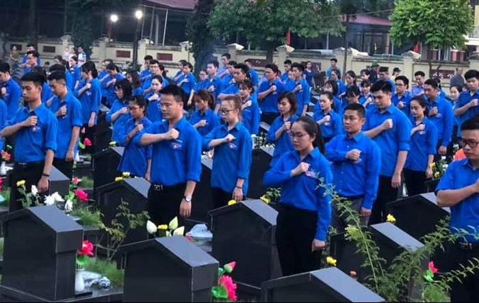 Tuổi trẻ Thanh Trì thắp nến tri ân các anh hùng, liệt sĩ