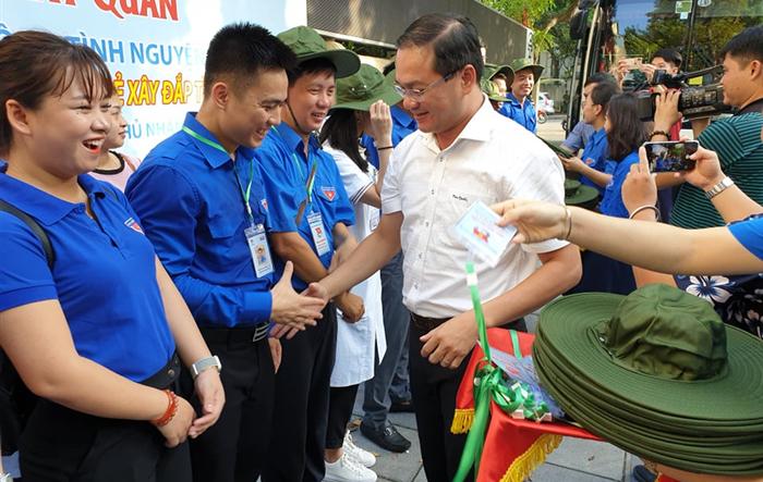 Tuổi trẻ Thủ đô xuất quân tình nguyện tại Lào