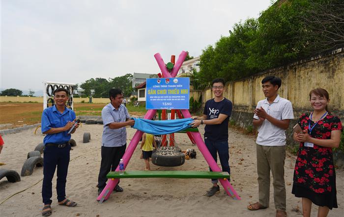 Sinh viên Singapore cùng hoạt động tình nguyện với sinh viên Hà Nội