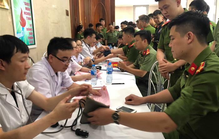 """1.000 cán bộ, chiến sỹ CATP Hà Nội hiến máu """"nghĩa tình vì đồng đội thân yêu"""""""