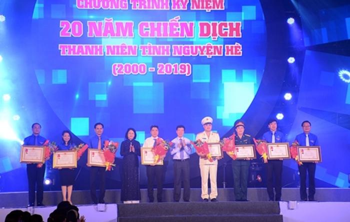 Kỷ niệm 20 năm Chiến dịch Thanh niên tình nguyện hè: Đoàn Thanh niên Hà Nội vinh dự đón nhận Huân chương Lao động hạng Ba