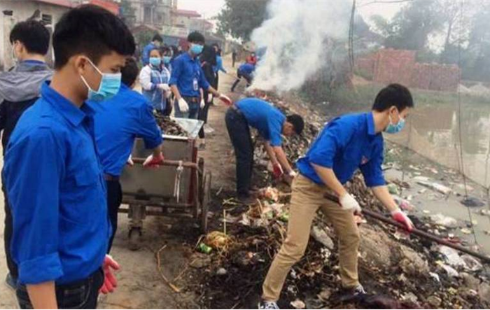 Làm nhà tình nghĩa, dọn rác, hỗ trợ thanh niên vịt giống Đại Xuyên