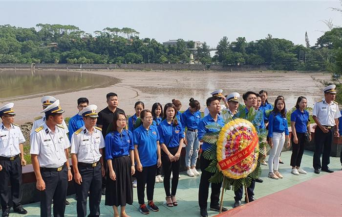 Tuổi trẻ Long Biên đồng hành với chiến sỹ Hải đội 4 - vùng 1 Hải Quân