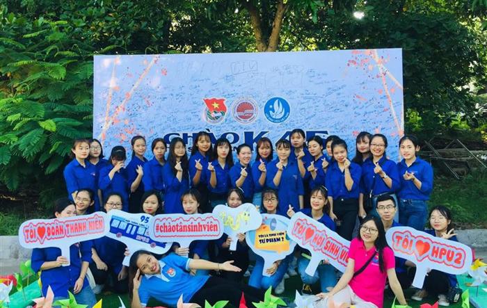 Ngày hội Chào tân sinh viên K45 trường Đại học Sư phạm Hà Nội 2 rực rỡ sắc màu