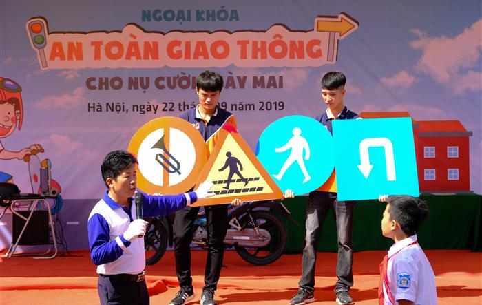 An toàn giao thông cho nụ cười ngày mai tại trường Trung học cơ sở Phương Trung - Thanh Oai
