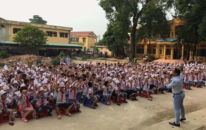 """Học sinh trường Tiểu học Tô Hiệu - huyện Thường Tín nghe nói chuyện chuyên đề """"Phòng chống xâm hại trẻ em"""""""