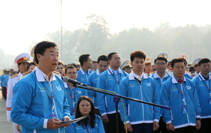 1000 đại biểu tham dự Đại hội VIII dâng hoa tưởng niệm tại tượng đài Bắc Sơn, báo công tại Lăng Chủ tịch Hồ Chí Minh