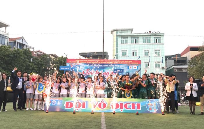 Bế mạc Giải bóng đá sinh viên trường Đại học Mở Hà Nội năm 2019