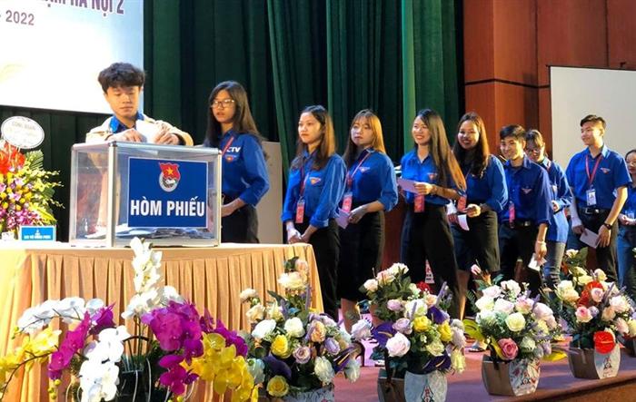 Anh Vũ Hồng Phúc trở thành tân Bí thư Đoàn trường ĐH Sư phạm Hà Nội 2