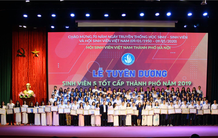 """602 sinh viên được tuyên dương là """"Sinh viên 5 tốt"""" cấp Thành phố năm 2019"""