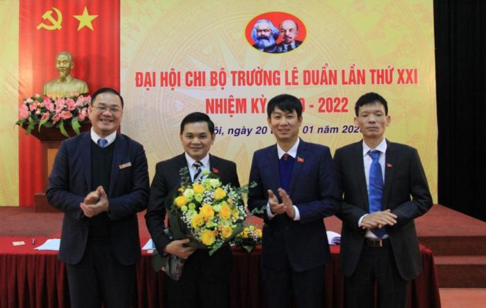 Đồng chí Nguyễn Thứ Mười tái đắc cử Bí thư Chi bộ trường Lê Duẩn