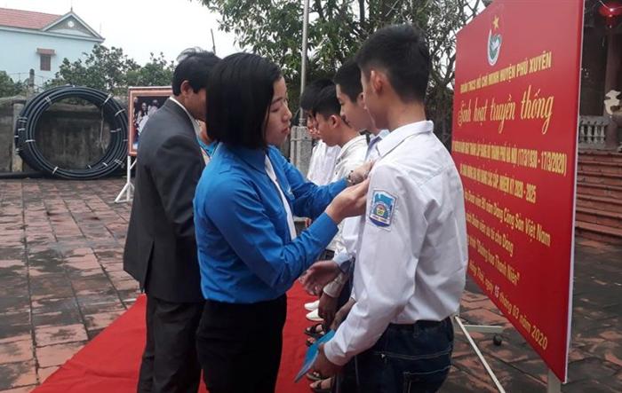 Tuổi trẻ Phú Xuyên tổ chức sinh hoạt truyền thống tại các di tích lịch sử