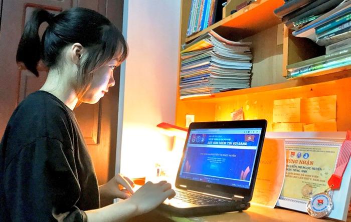 Sinh viên Y khoa Hà Nội tình nguyện đi chống dịch