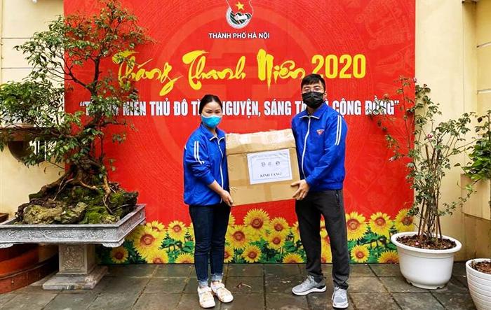Tuổi trẻ huyện Phúc Thọ trao tặng 1.200 mặt nạ chống dịch