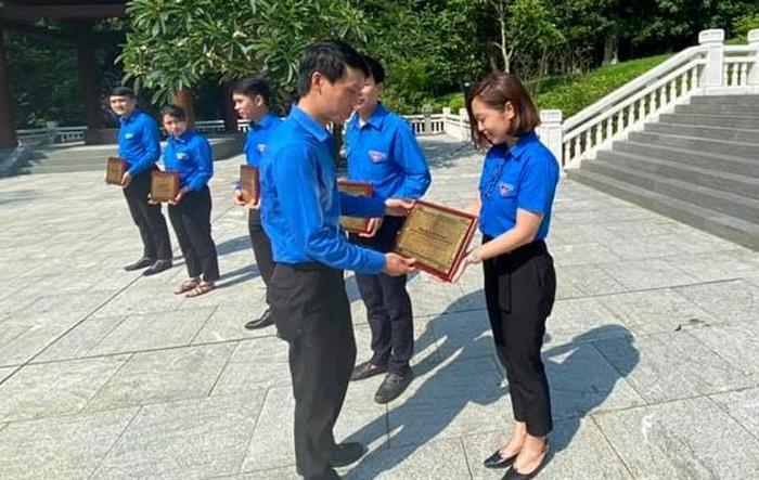 Tuyên dương đảng viên trẻ làm theo lời Bác quận Hoàng Mai