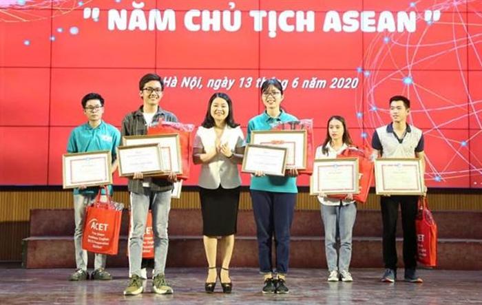 """Sinh viên Nhân văn giành giải Nhất cuộc thi Rung chuông vàng """"Năm Chủ tịch ASEAN"""""""