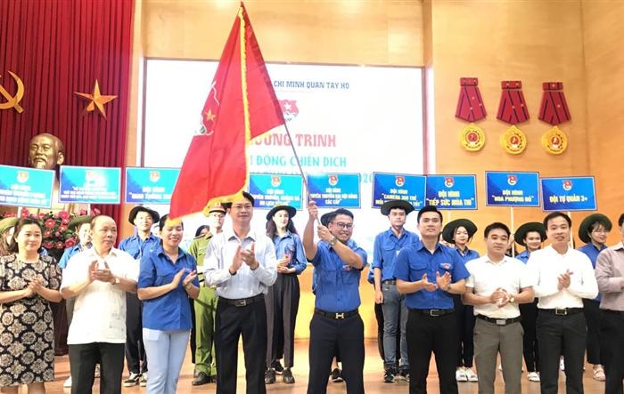 Thanh niên quận Tây Hồ hăng hái góp sức trẻ tình nguyện hè