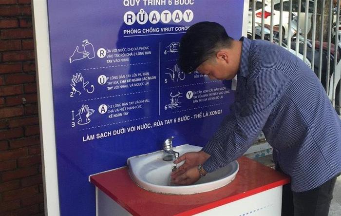 Trạm rửa tay dã chiến phát huy tác dụng trong đại dịch Covid-19