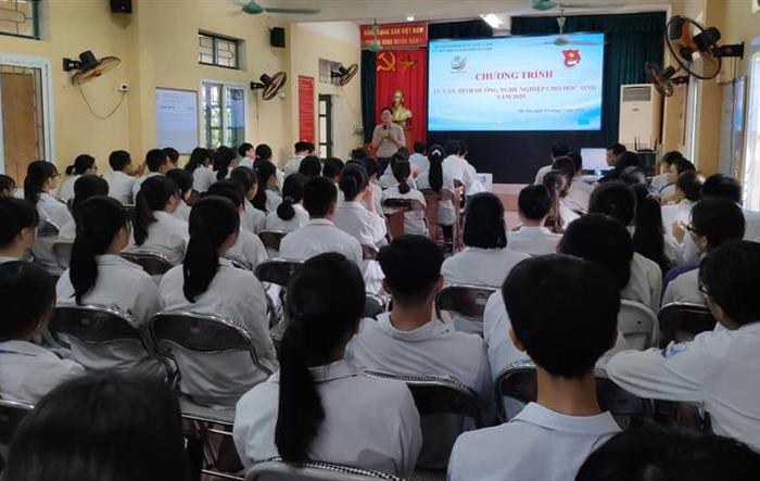 Gần 200 học sinh THPT Ứng Hoà A được tư vấn hướng nghiệp