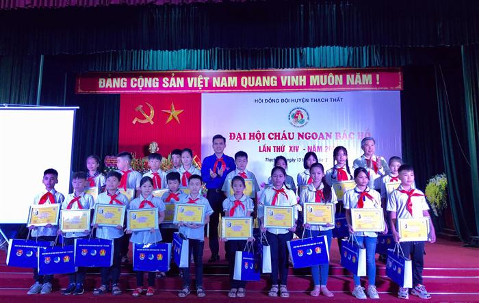 """50 thiếu nhi huyện Thạch Thất được tuyên dương """"Cháu ngoan Bác Hồ"""""""