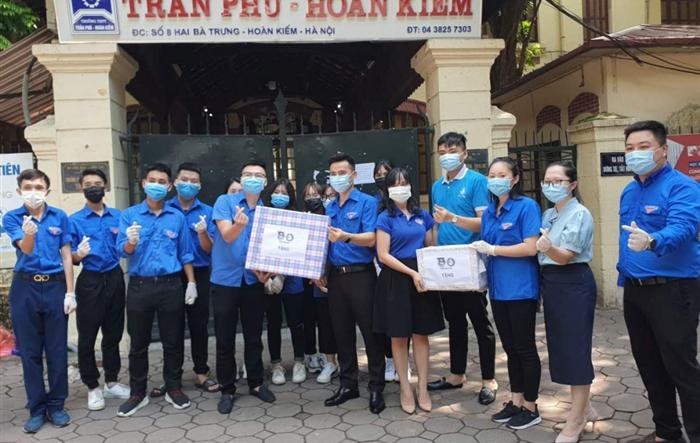 Lãnh đạo Thành đoàn Hà Nội thăm các tình nguyện viên tiếp sức mùa thi
