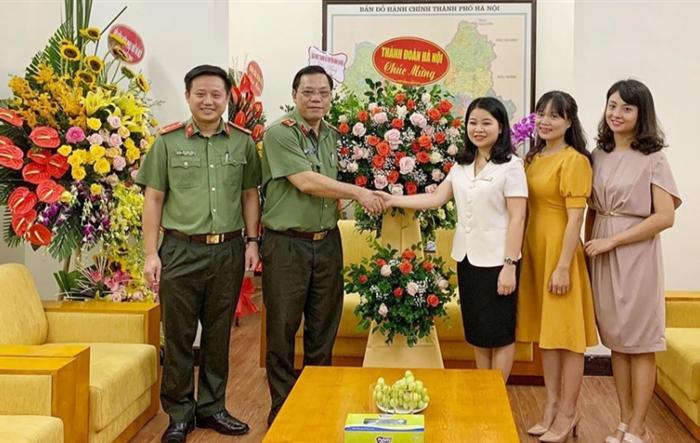 Thường trực Thành đoàn Hà Nội chúc mừng các đơn vị Công an nhân dân