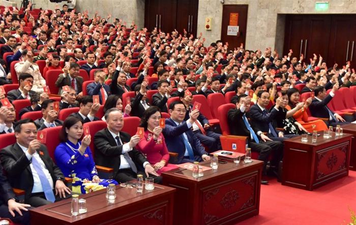 Thông qua chương trình và quy chế làm việc của Đại hội đại biểu lần thứ XVII Đảng bộ thành phố