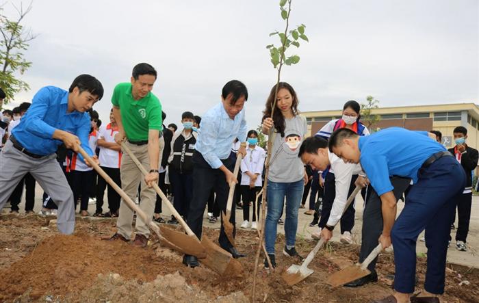 """Tuổi trẻ Quốc Oai hưởng ứng chương trình """"Một triệu cây xanh đô thị Việt Nam"""""""