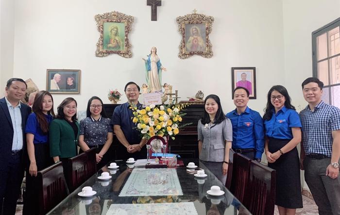 Bí thư Thành đoàn Hà Nội thăm, tặng quà các chức sắc, tôn giáo