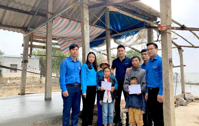 Nhiều phần quà của người trẻ Thủ đô đến tay người dân Quảng Bình