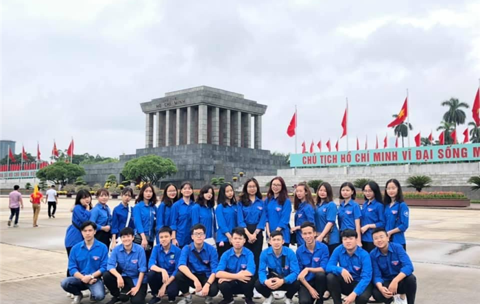 Tuổi trẻ Học viện Nông nghiệp, HV Quản lý giáo dục, ĐH Dân lập Đông Đô báo công với Bác Hồ kính yêu kỷ niệm 130 năm Ngày sinh của Người