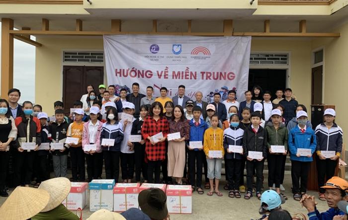 Hỗ trợ đồng bào miền Trung tái thiết cuộc sống sau trận lũ lịch sử