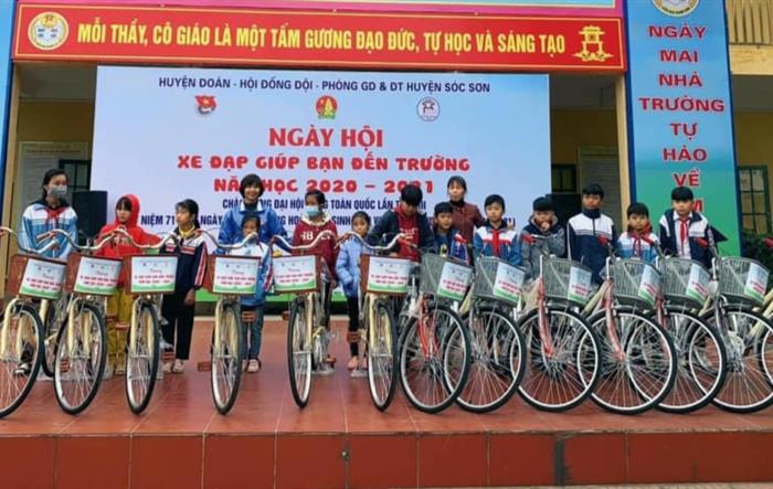 """64 chiếc """"Xe đạp giúp bạn đến trường"""" dành tặng học sinh khó khăn"""