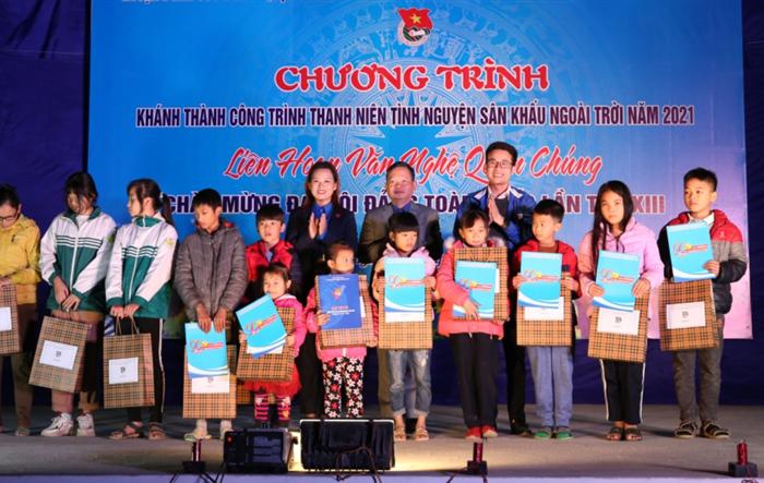 Món quà ý nghĩa dành tặng thanh thiếu nhi xã Xuân Giang