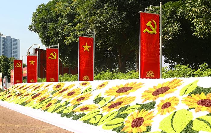 """Hà Nội """"tô thắm"""" các nẻo đường, lan tỏa tinh thần Đại hội XIII của Đảng"""