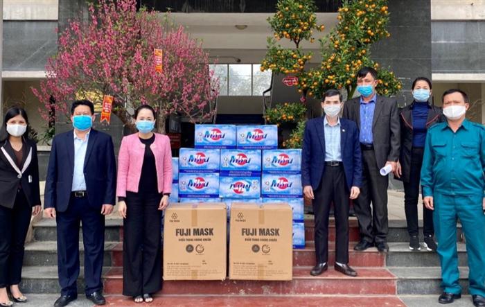 5.000 khẩu trang kháng khuẩn trao tặng tới xã Tiền Phong