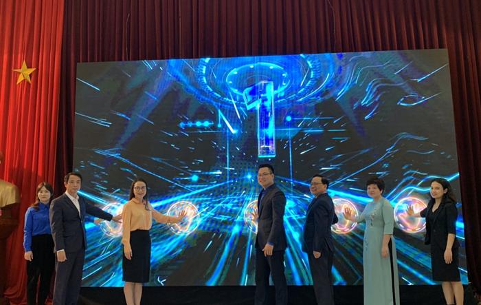"""Cùng học sinh Hà Nội """"Sáng tạo tương lai xanh - Future Blue Innovation"""""""