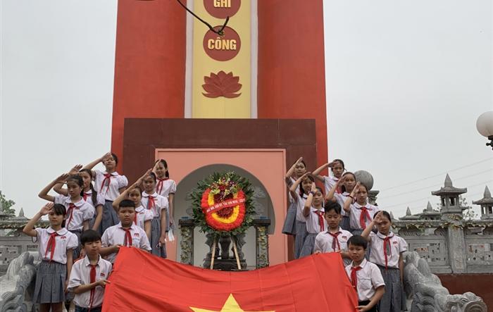 Những măng non Tiểu học Hoàng Diệu làm nhiều việc tốt mừng sinh nhật Đội