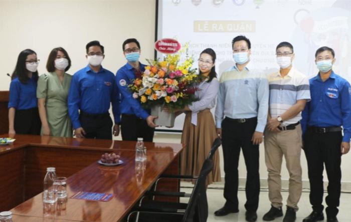 Ra quân đội hình tình nguyện dạy tiếng Anh cho học sinh Hà Nội