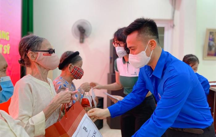 Tuổi trẻ Thủ đô tri ân các mẹ Việt Nam anh hùng, thương, bệnh binh